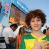 Luigi Montez, apresentador do programa Tem Criança na Cozinha assiste ao Jogo do Brasil com a família no Fifa Fan Fest
