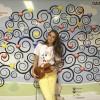 Julia Klein faz visita solidária à Casa Ronald McDonald-RJ e doa violino para a instituição