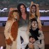 Luma de Oliveira, eterna musa do carnaval prestigia Musical Infantil no Rio