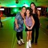Nikki Meneguel patina no Viva Roller Dance com a família