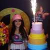 Mel Maia comemora 13 anos com festança para amigos e familiares