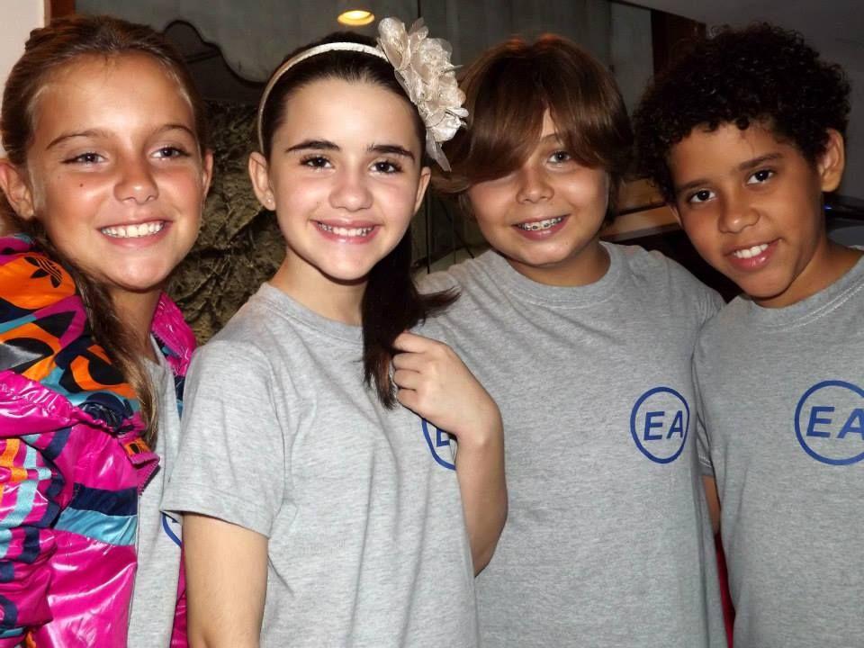Ana Cecília Banal, Letícia Pedro, Lucas Mota e Cauê Campos durante as gravações do filme